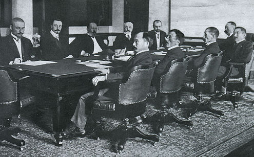 Here is the picture of the real negotiations in 1905 (from Wikipedia)